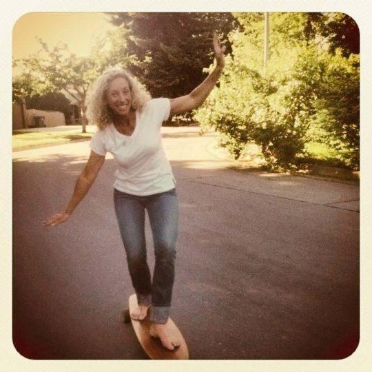 Louise longboarding