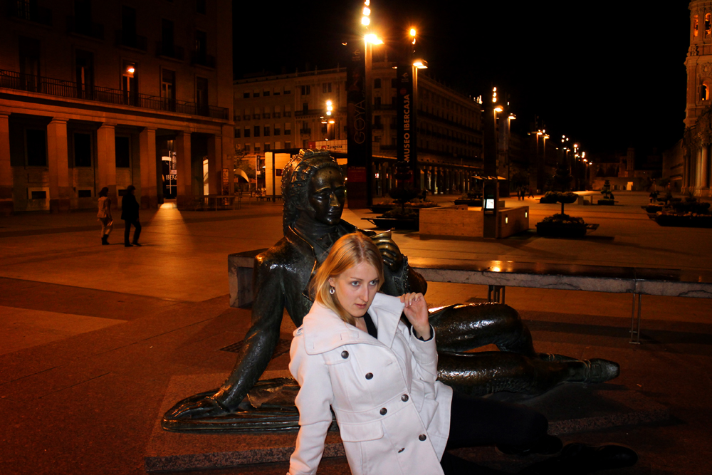 Making friends with the statues of Zaragoza