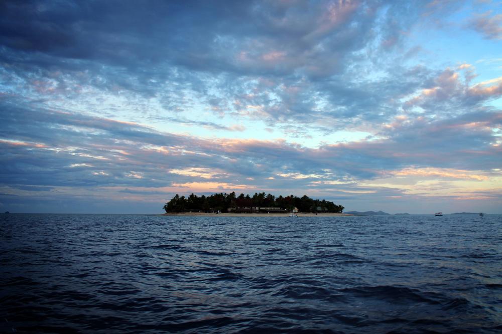 Beachcomber Island sunrise, Fiji